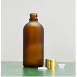 garrafa de vidro âmbar Rio Pequeno